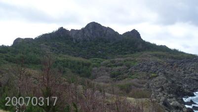 兄島・弟島の山々